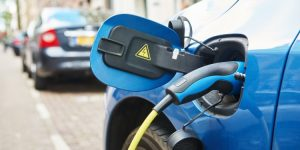 Elektrische auto aan het opladen