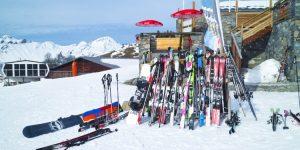 Diefstal van ski's en snowboards tijdens de wintersport populair tijdens het eten.