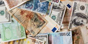 Contant geld: euro's, dollars, ponden en yens.