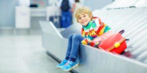 Verre vliegreis met kinderen: hoe houd je het leuk?