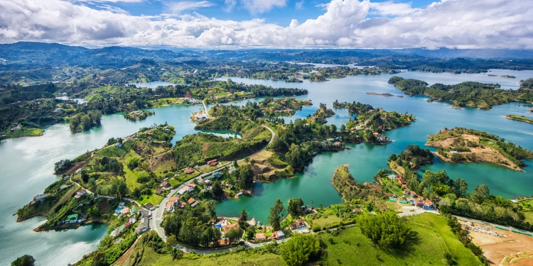 Colombia vanuit de lucht: de stad Medellin