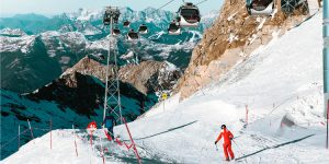 Skileraar in Oostenrijk op de piste